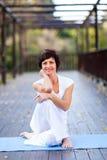 Passende mittlere gealterte Frau Stockfotografie