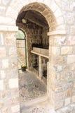 Passender Funken im Kloster Rezevici, Montenegro Stockfotos