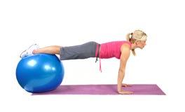 Passender junger weiblicher pilates Ausbilder Stockbild