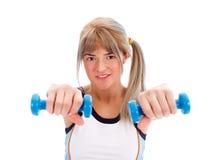 Passendes Mädchen mit Gewichten Stockfotografie