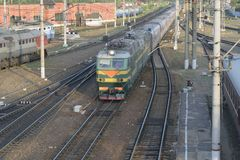 The passenger train arrives at the railway station Royalty Free Stock Images