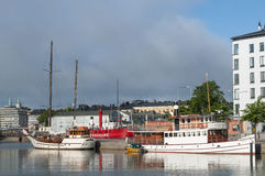 Passengerboats amarrou no porto norte de Helsínquia Imagens de Stock