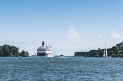 Passengerferry die Suomenlinna-overzeese vesting Helsinki overgaan Stock Afbeelding