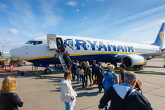 Passengers boarding on the aircraft of low cost airline company Ryanair Stock Images