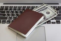 Passeport avec des dollars US Photo libre de droits