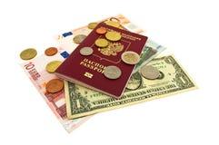 Passeport, billets de banque et pièces de monnaie Photo libre de droits