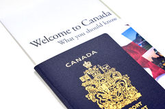 Passeport canadien avec un livret Photo stock
