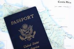 Passeport des Etats-Unis et carte du Costa Rica Image stock