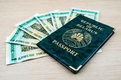 Passeport du Belarus avec des roubles Images libres de droits