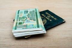 Passeport du Belarus avec des roubles Image libre de droits