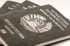 Passeport du citoyen de la république du Tajikistan en voyageant à l'étranger Photo stock