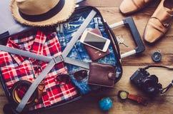 Passeport du ` s de voyageur d'habillement, portefeuille photo stock