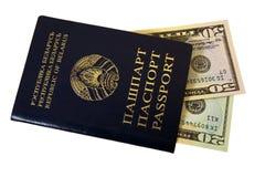 Passeport et argent images libres de droits