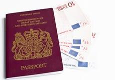 Passeport et argent Photographie stock