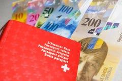 Passeport et argent suisses Photographie stock libre de droits