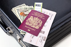 Passeport et billets de serviette Photographie stock libre de droits