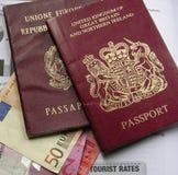 passeport et euro britanniques   Photo stock