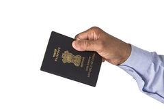 Passeport indien à disposition Photo stock