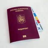 Passeport roumain et carte d'identification images stock