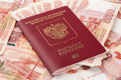 Passeport russe avec l'argent Images libres de droits