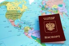 Passeport sur la carte Photos libres de droits