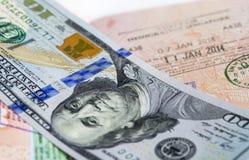 Passeport sur un argent Photos stock