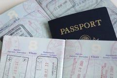 Passeports avec des estampilles de pays Photo libre de droits