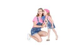 Passeports de la prise deux de mère et de fille Photo stock