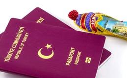 Passeports et aimant turcs d'Izmir image stock