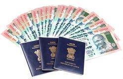 Passeports et argent images libres de droits
