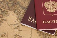 Passeports russes sur la carte Photographie stock libre de droits