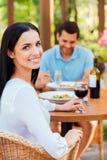 Passer le grand temps dans le restaurant Photos stock