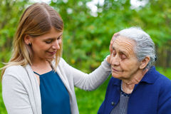 Passer le temps avec la grand-maman Photographie stock libre de droits