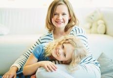 Passer le temps avec la mère photos stock