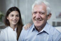 Passer le temps avec un homme plus âgé Photographie stock