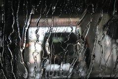 Passer par le lavage de voiture Image libre de droits