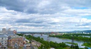 Passera bron på sammanflödet av två floder Royaltyfri Fotografi