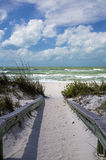 Passera en skyddsgallerFlorida strand Arkivfoton