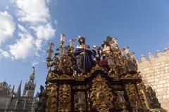 Passera gåta av Jesus rev av i den heliga veckan i Seville Arkivbild
