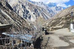 Passera i de Nepal himalayasna, mustangregionen, Manali, December 2017 Fotografering för Bildbyråer