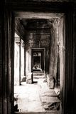 Passera sikten av en framsida i Bayon, Angkor, Cambodja Royaltyfri Fotografi