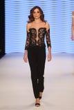 Passerella di alte mode di Rasit Bagzibagli in Mercedes-Benz Fashion Week I Fotografie Stock Libere da Diritti