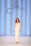 Passerella di alte mode di Rasit Bagzibagli in Mercedes-Benz Fashion Week I Immagine Stock Libera da Diritti