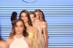 Passerella di alte mode di Rasit Bagzibagli in Mercedes-Benz Fashion Week I Fotografia Stock