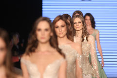Passerella di alte mode di Rasit Bagzibagli in Mercedes-Benz Fashion Week I Fotografie Stock