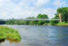 Passerelle à chaînes au-dessus de tweed de fleuve Photos libres de droits