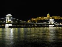 Passerelle à chaînes de Szechenyi au-dessus du Danube Images stock