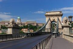 Passerelle à chaînes de Szechenyi et château de Buda Images libres de droits