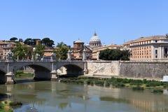 Passerelle à travers Tiber Photographie stock libre de droits