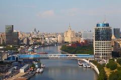 Passerelle au centre international d'affaires de Moscou image libre de droits